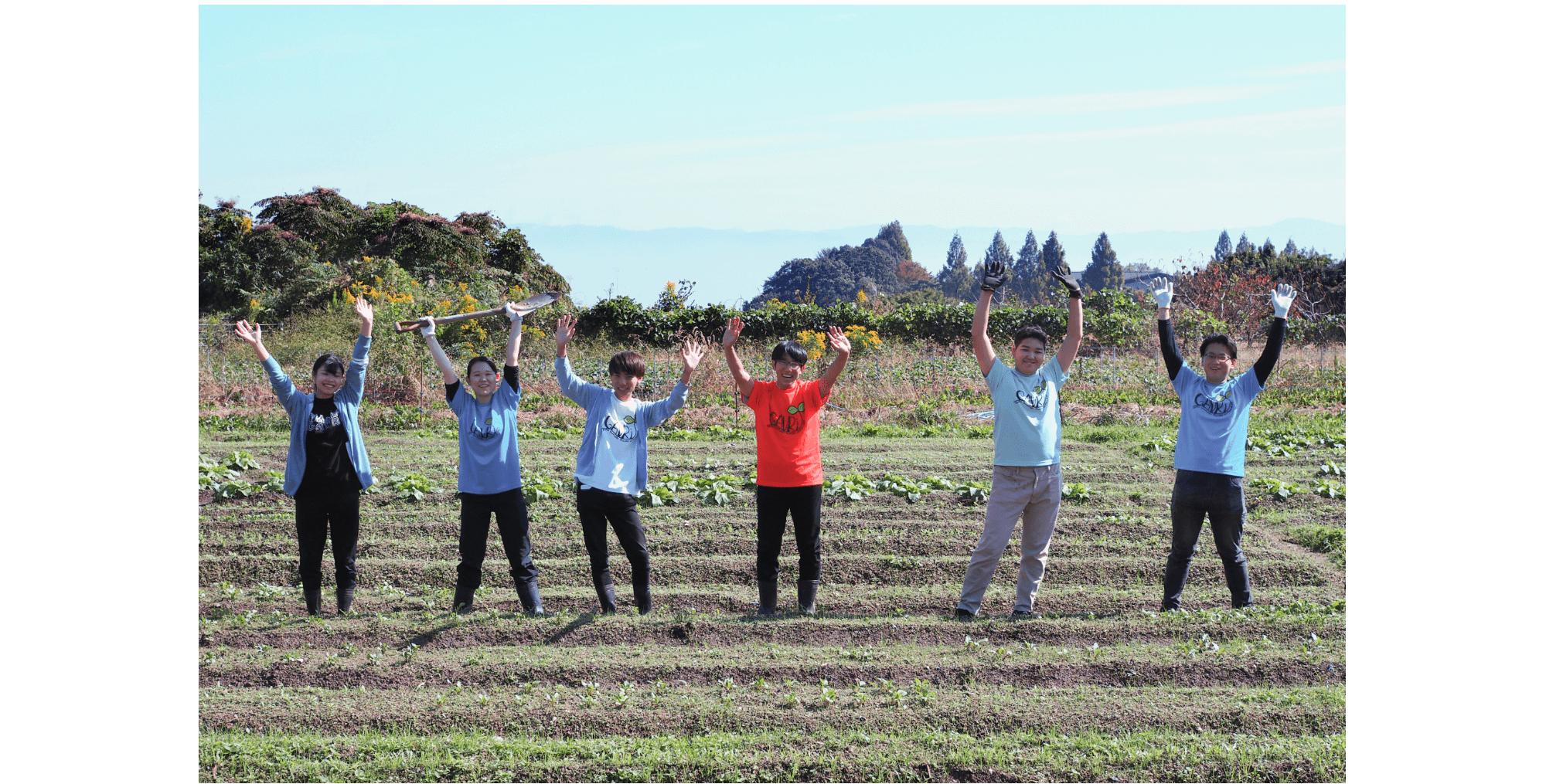 天王寺ミオの社員が野菜づくりをプチ体験!学生のみなさんに教えてもらいながら、ワイワイ楽しく農業に触れました。